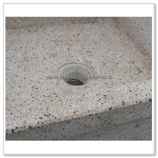 dettaglio foro di scarico acquaio in graniglia levigata 114