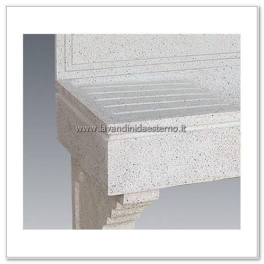 dettaglio lavandino pietra esterno